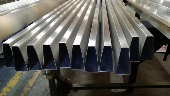 不锈钢梯形管