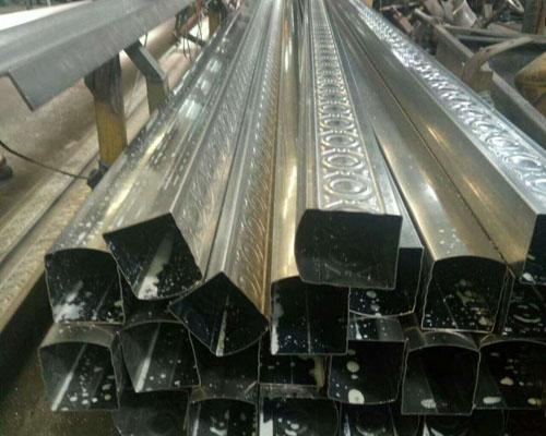 可进行表面抛光,不锈钢装饰管分圆管,方管,矩管,异型管,一般用于装饰